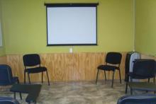 Sala de capacitación equipada
